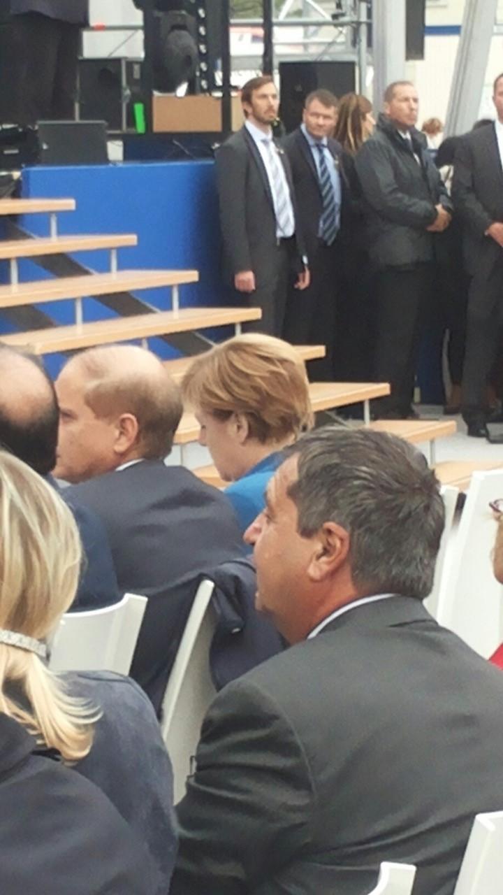 Die Kanzlerin als Gast im Publikum - mit aufmerksamen Bodygards!? (Foto: Emre Rafiq)