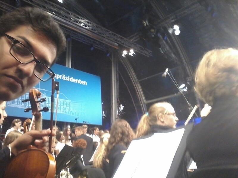 Kurz vor dem Auftritt: Emre beim Selfie (Foto: Emre Rafiq)