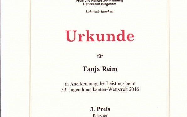 Tanja ist Preisträgerin beim Jugendmusikanten-Wettstreit