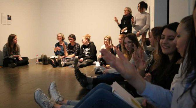 WARTEN, WARTEN, WARTEN… Unser Kunstkurs auf Erkundung