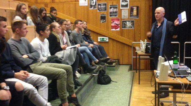 Was war die STASI? – DDR-Zeitzeuge Karsten Dümmel zu Besuch am JBG